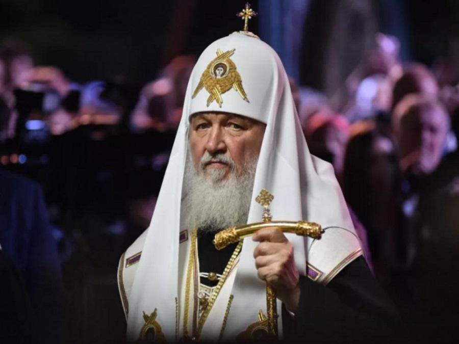 Патриарх попросил верующих не ходить в храмы