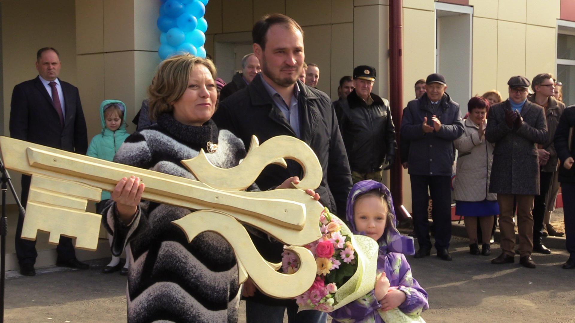 В селе Березичский стеклозавод официально открыли новый Дом культуры. Этого события здесь ждали более сорока лет