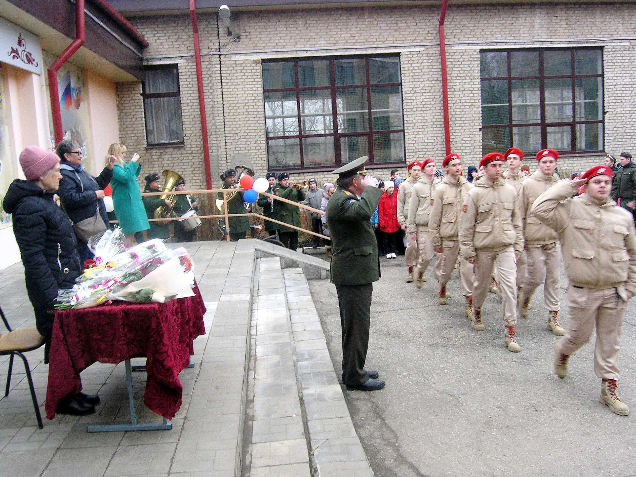 В школе № 3 прошла всероссийская акция «Парад для одного ветерана»