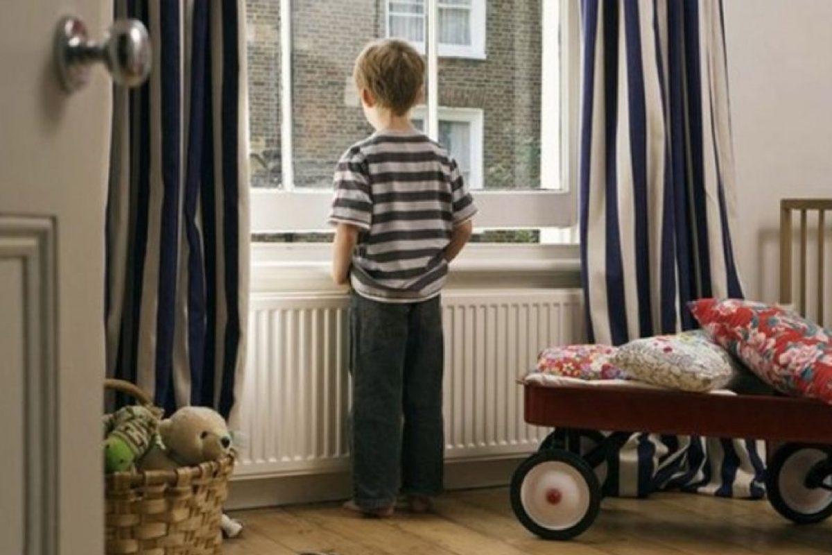 Один дома. В Козельске из-за карантина каждый второй ребенок, чьи родители работают, остается без присмотра.