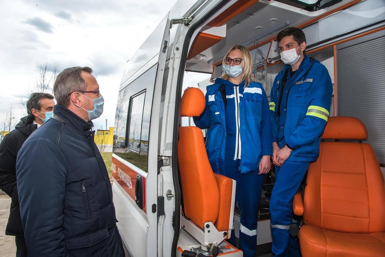 Губернатор приехал на станцию скорой помощи и поблагодарил медиков за самоотверженную работу