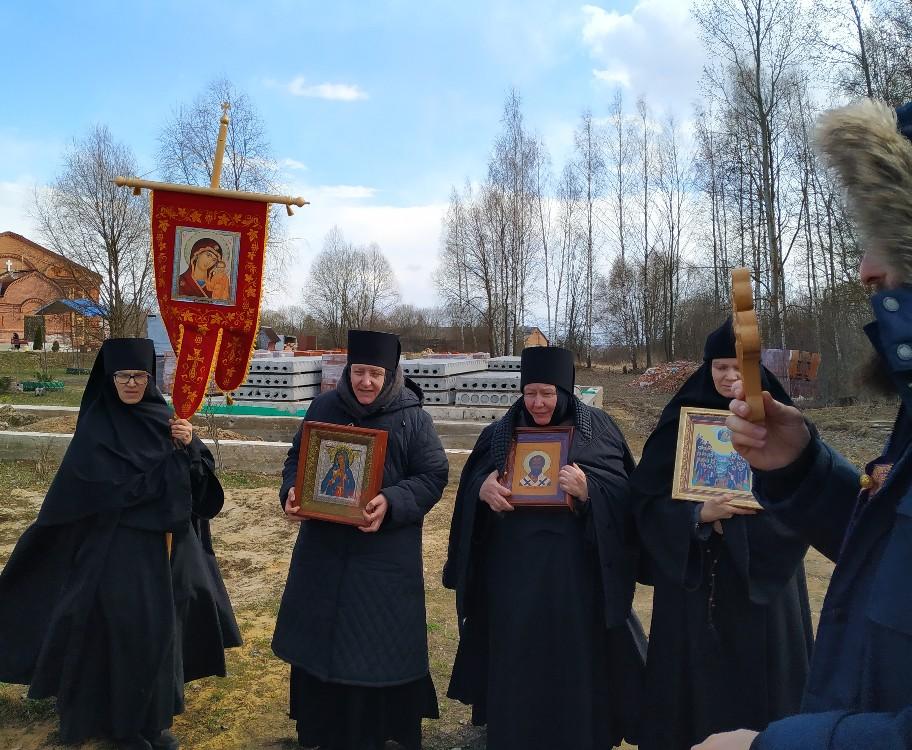 В монастырях Козельской епархии совершаются ежедневные крестные ходы