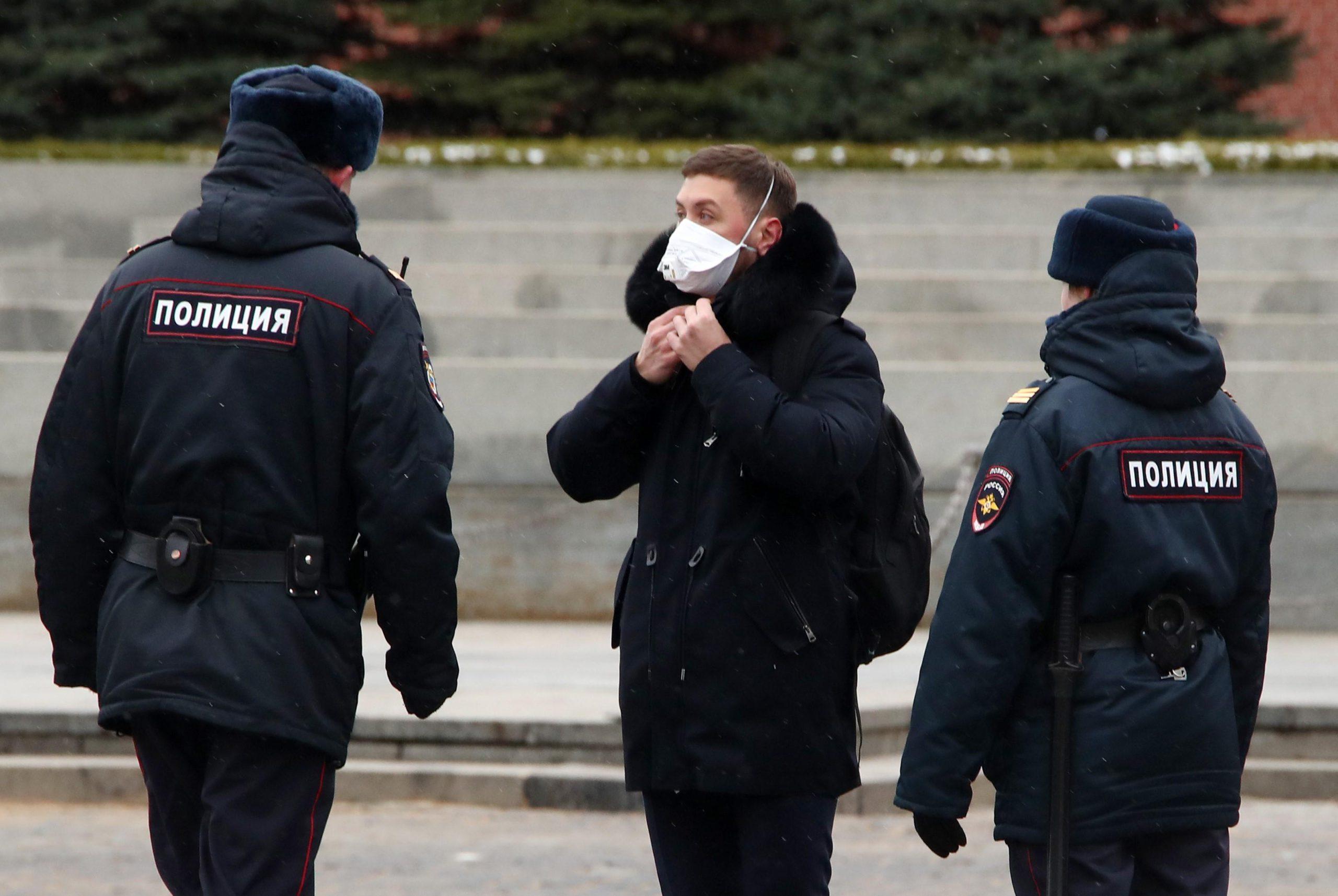 Полицейские контролируют, как козельчане соблюдают режим самоизоляции