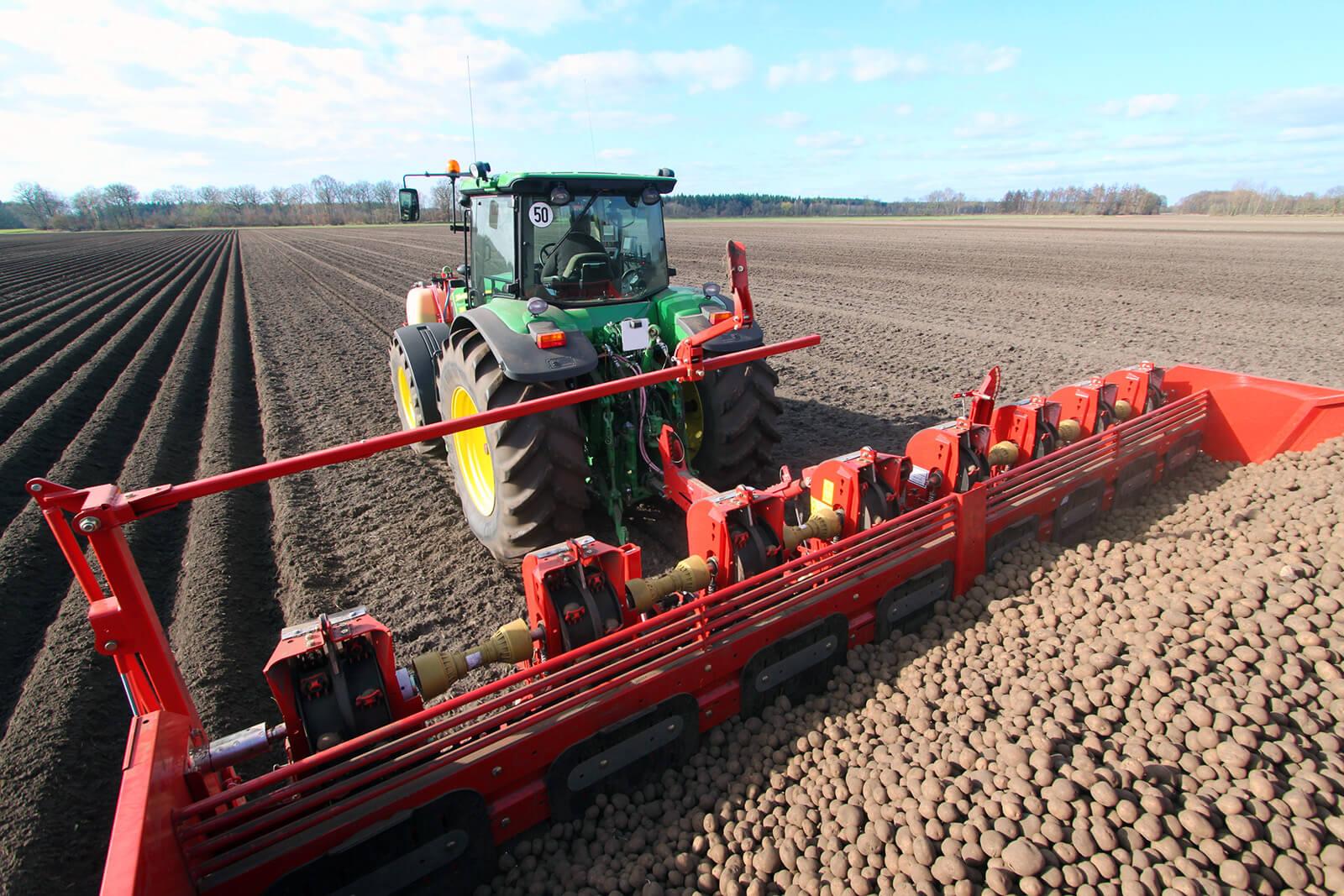 Аграрии района приступили к посадке картофеля