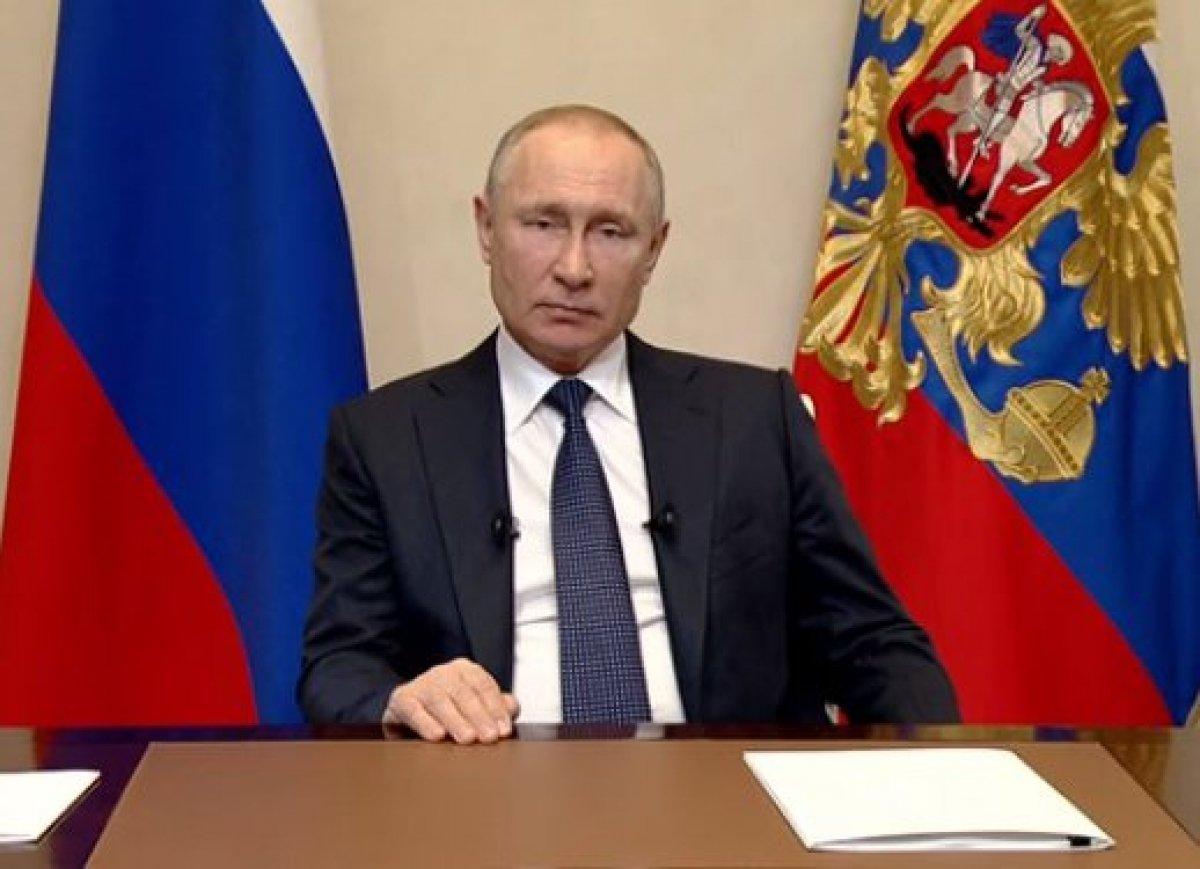 Путин только что продлил выходные до конца апреля. С сохранением заработной платы