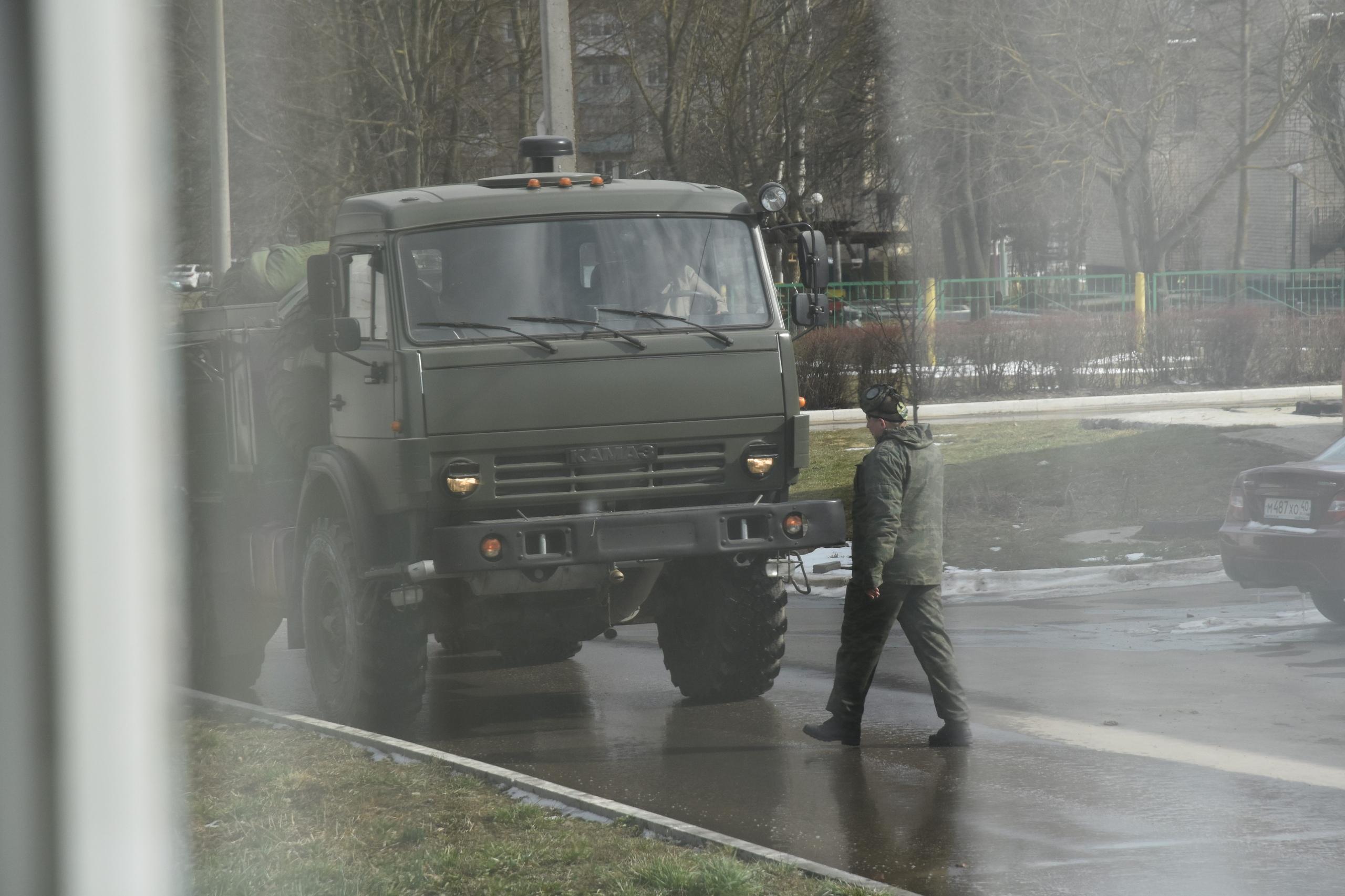 Козельские военные проводят дезинфекцию города