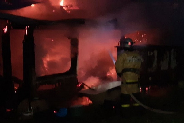 На станции Шепелево сегодня ночью сгорел дом