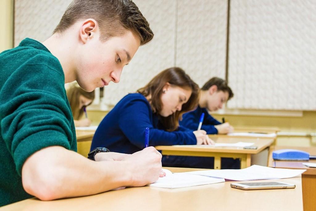 В 9 классах выпускных экзаменов не будет, а последние звонки и выпускные пройдут в онлайн формате