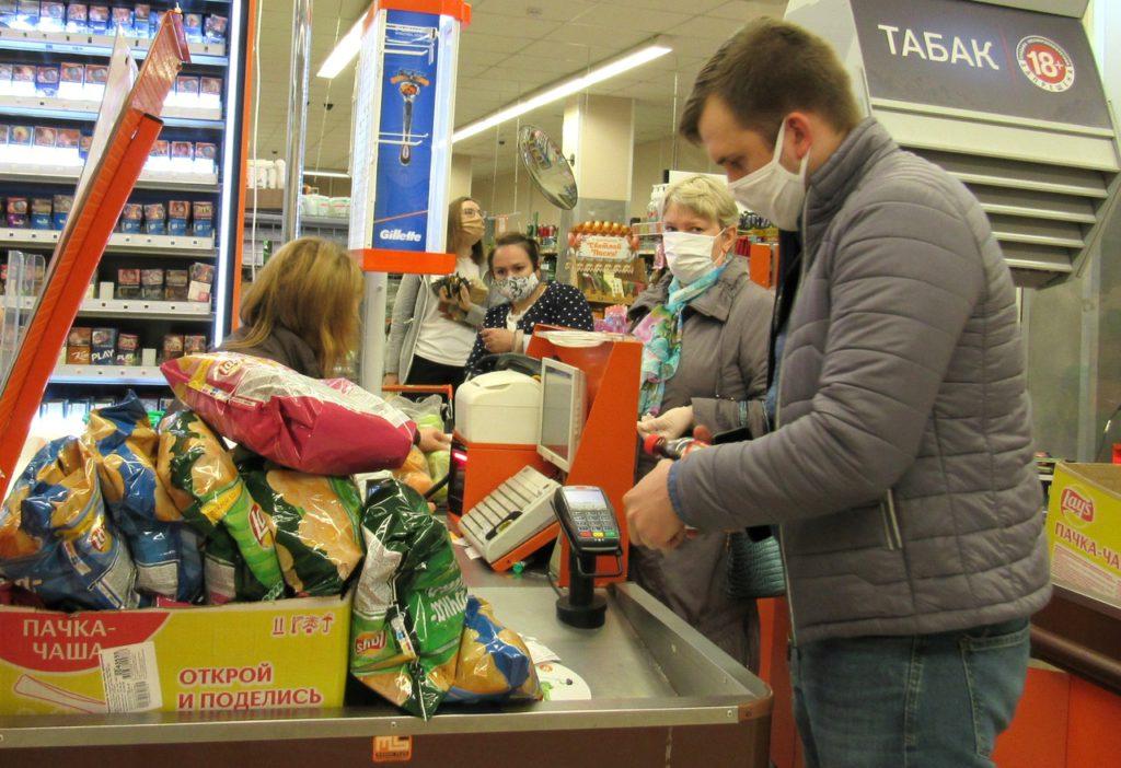 В козельских магазинах перестали обслуживать покупателей без масок