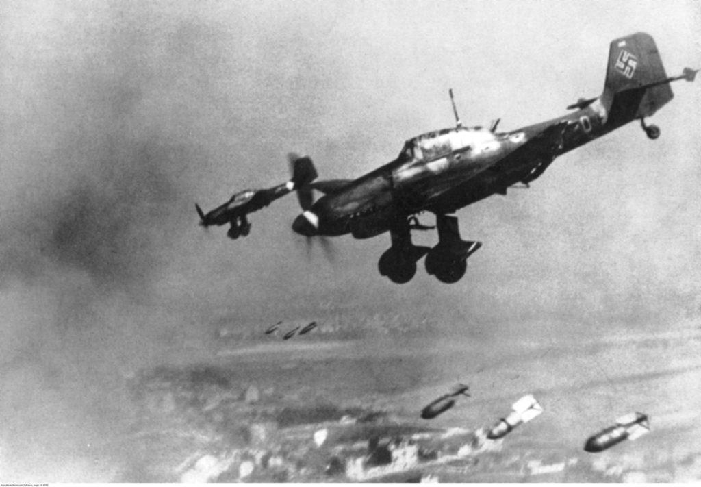 «Мы расчищали дороги, аэродром, но немцы ухитрялись каждый раз «казнить» нас». В редакцию нашей газеты передали правдивые воспоминания козельчанки о войне. Публикуется впервые