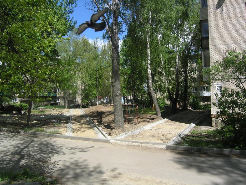 Продолжается ремонт тротуаров в военном городке