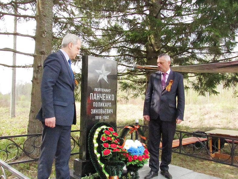 На месте захоронения погибшего в 42-м советского летчика прошел  торжественный митинг