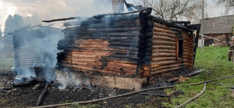 В праздники в Козельском районе сгорел жилой дом и летняя кухня. ФОТО