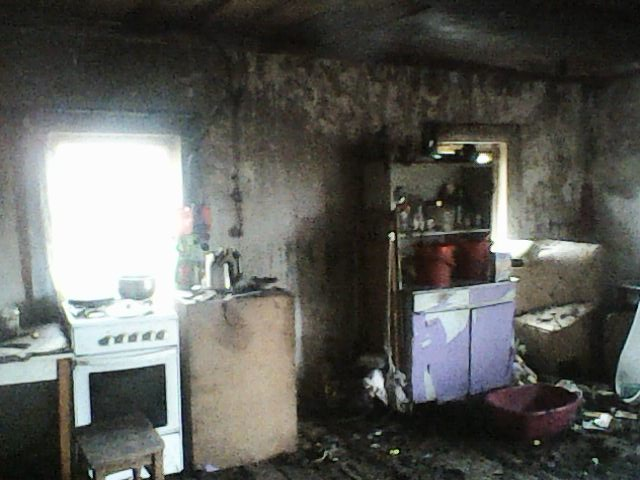 «В дыму было очень трудно найти ребенка». Мама многодетной семьи, чей дом сгорел, рассказала о трагедии