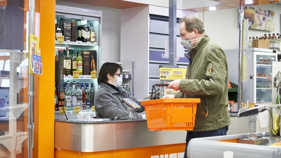 Покупателей без масок могут перестать обслуживать в магазинах, иначе есть риск остаться без прибыли