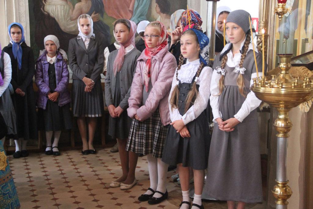 Ученики Козельской православной гимназии просят сохранить их школу и запустили флешмоб в соцсетях