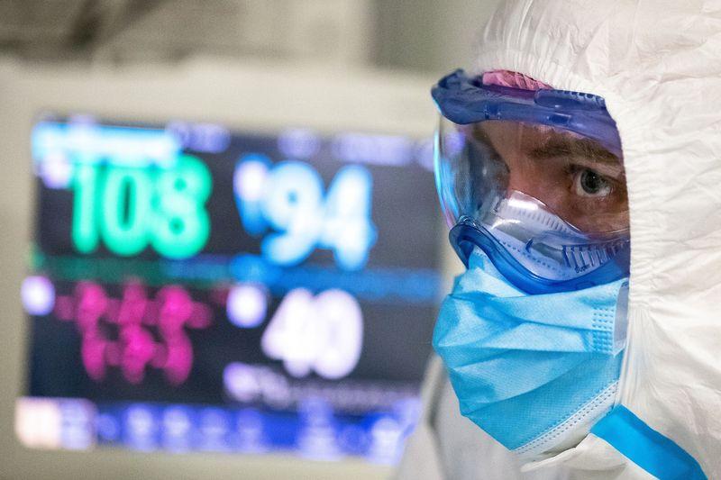 Калужские власти сегодня должны выплатить надбавки медикам за борьбу с коронавирусом