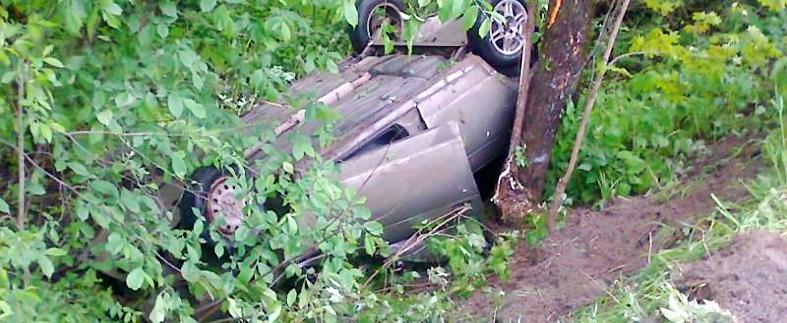 Машина в кювете, юная пассажирка в больнице. «Покатушки» козельского подростка закончились серьезной аварией
