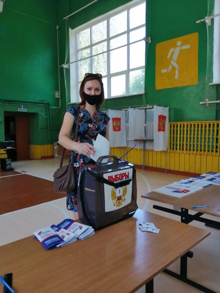 Руководители системы образования Козельского района голосуют ЗА поправки в Конституцию РФ