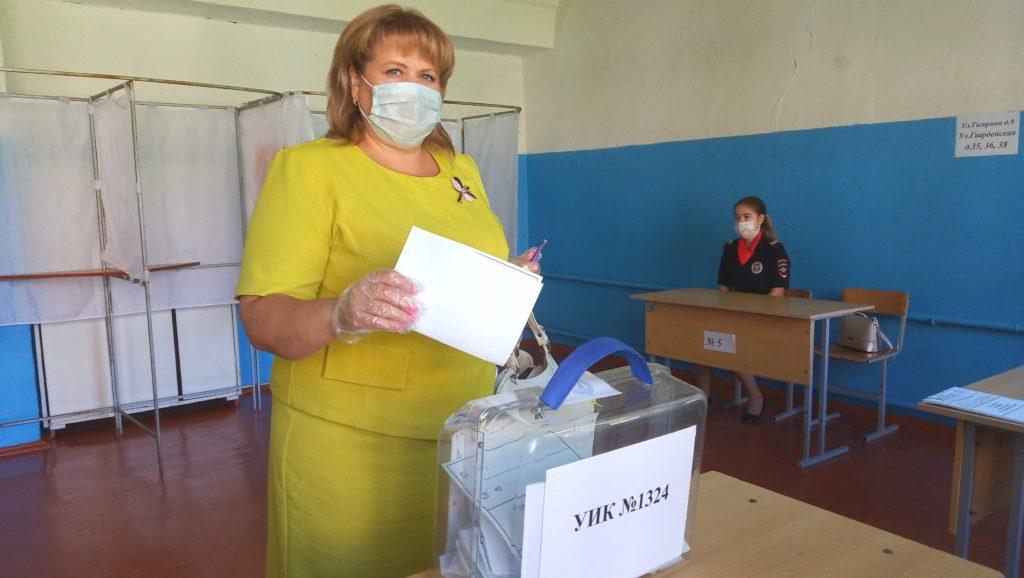 Глава Козельского района Светлана Шмырева проголосовала за поправки в Конституцию