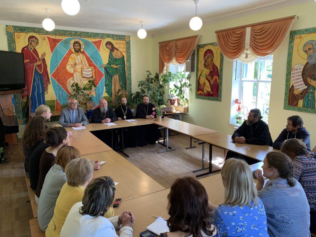 Козельская православная гимназия  не будет закрыта. Епархия взяла год на поиски благотворителей