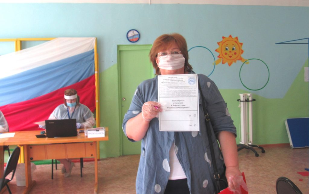 Глава сосенской администрации проголосовала в детском саду «Колокольчик»