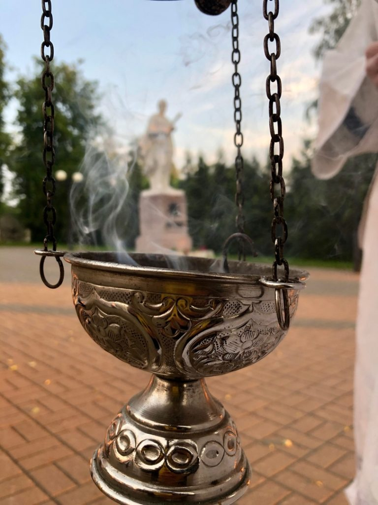 В 4 утра у Вечного огня в Козельске отслужили панихиду. ВИДЕОРЕПОРТАЖ