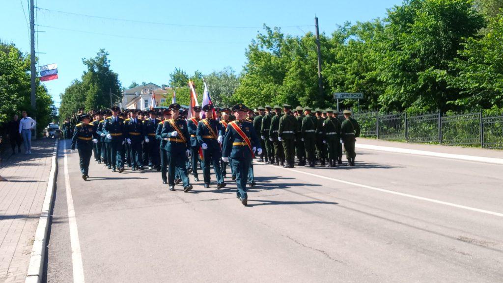 В Козельске прошел парад Победы. Его прямую трансляцию на нашем сайте посмотрели полторы тысячи человек
