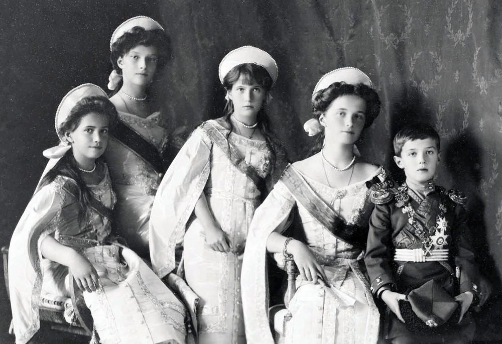 Как они умирали, или За какие подвиги канонизировали Николая II  и его семью