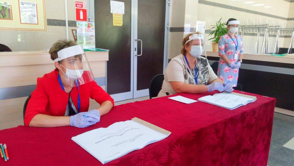 Заместитель губернатора Василий Быкадоров оценил организацию голосования в Козельском районе