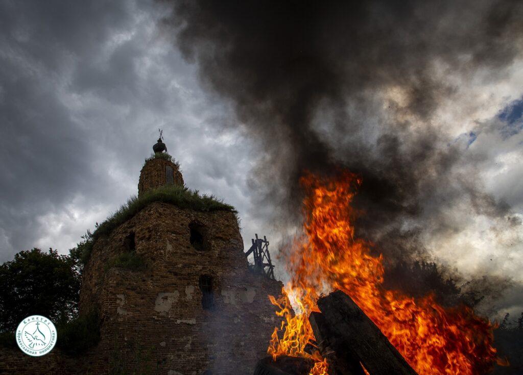 В заброшенном храме села Меренищи впервые за девять десятков лет прозвучала молитва. ФОТО