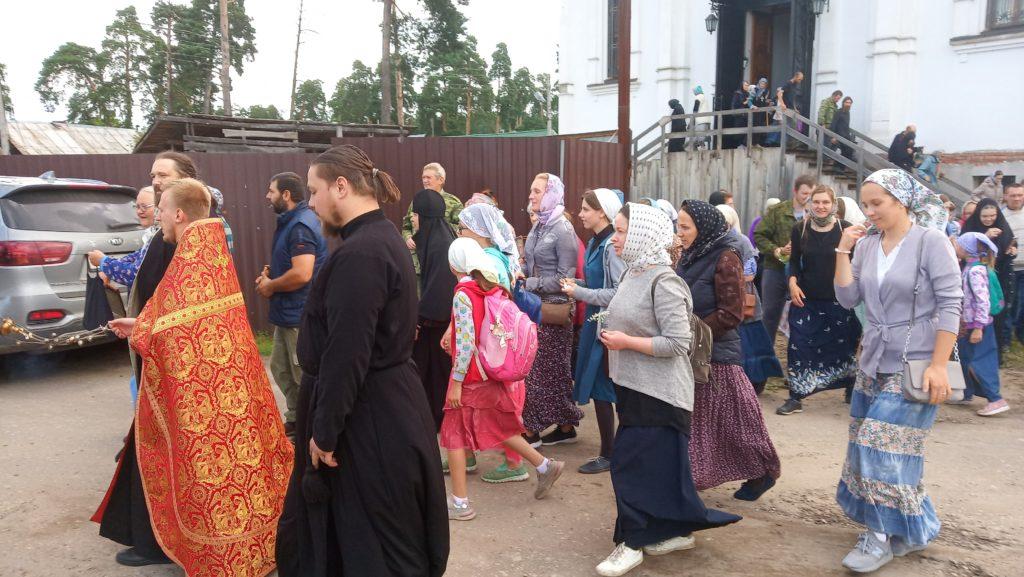 В Козельске в эти минуты проходит Крестный ход