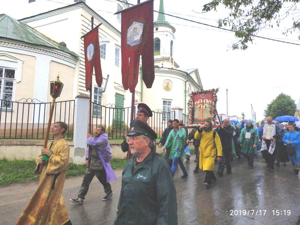 Православные верующие завтра совершат в Козельске Крестный ход, посвященный празднованию дня памяти Царственных страстотерпцев
