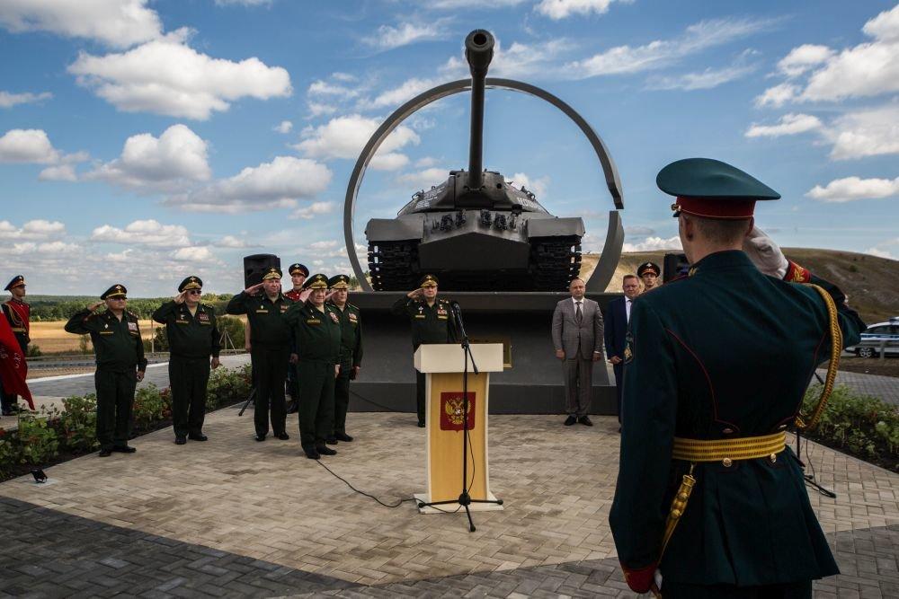 """Танку """"Беспощадный"""", который освобождал Козельск, открыли памятник"""