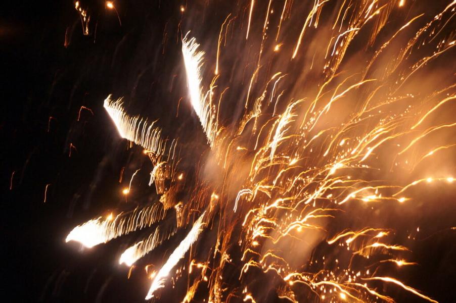 Традиционно День города Козельска закончился ярким праздничным фейерверком