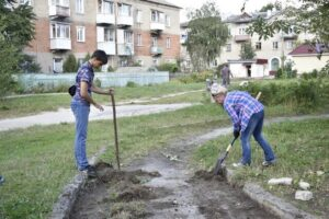 Волонтеры в Сосенском расчистили старый автогородок