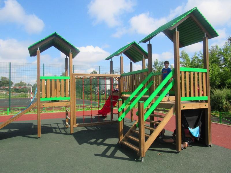 Новая детская площадка в Яблочном переулке  набирает популярность
