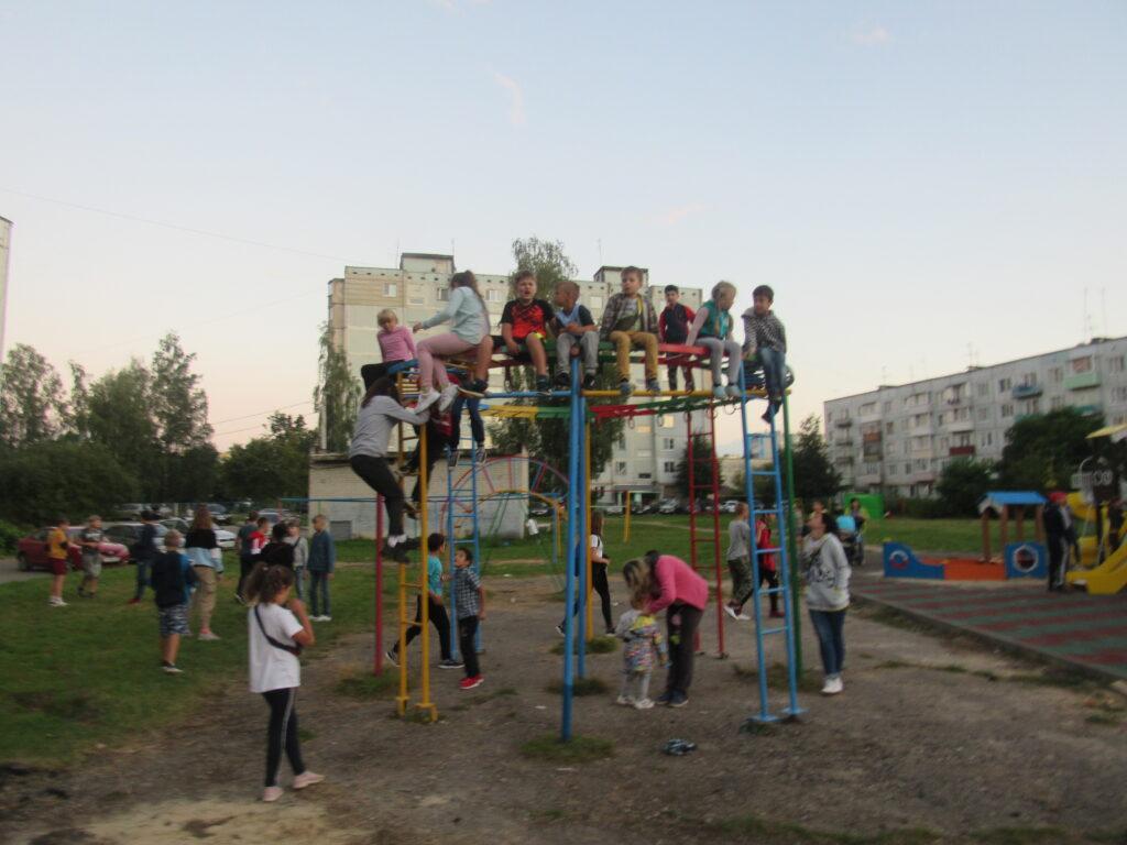 Кино во дворе в Сосенском