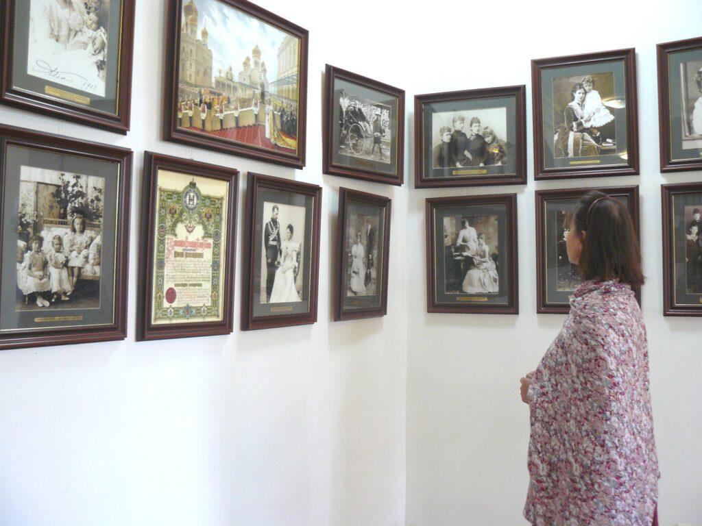 """""""Лица говорят больше, чем слова"""". В Доме Цыплаковых открылась фотовыставка """"Царская семья"""""""
