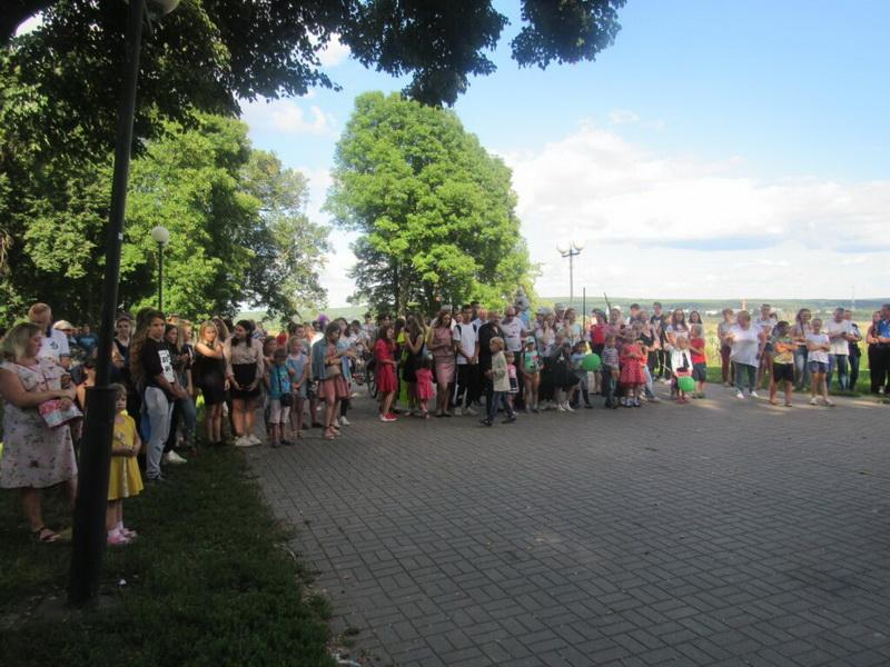 В городском парке Козельска проходит праздничный концерт