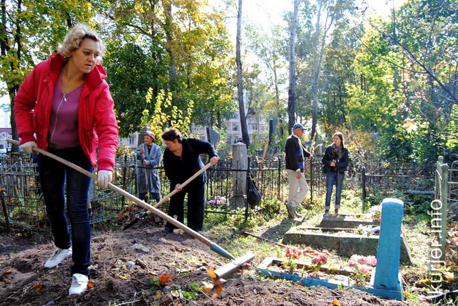 Субботник на кладбище