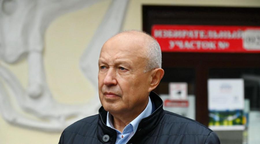 Владимир Ливенцев продолжит работу в Законодательном Собрании