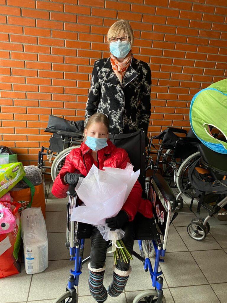 Пластиковые крышечки в обмен на детскую радость. Эко-волонтеры хотят приобрести инвалидную коляску для девушки из Козельска