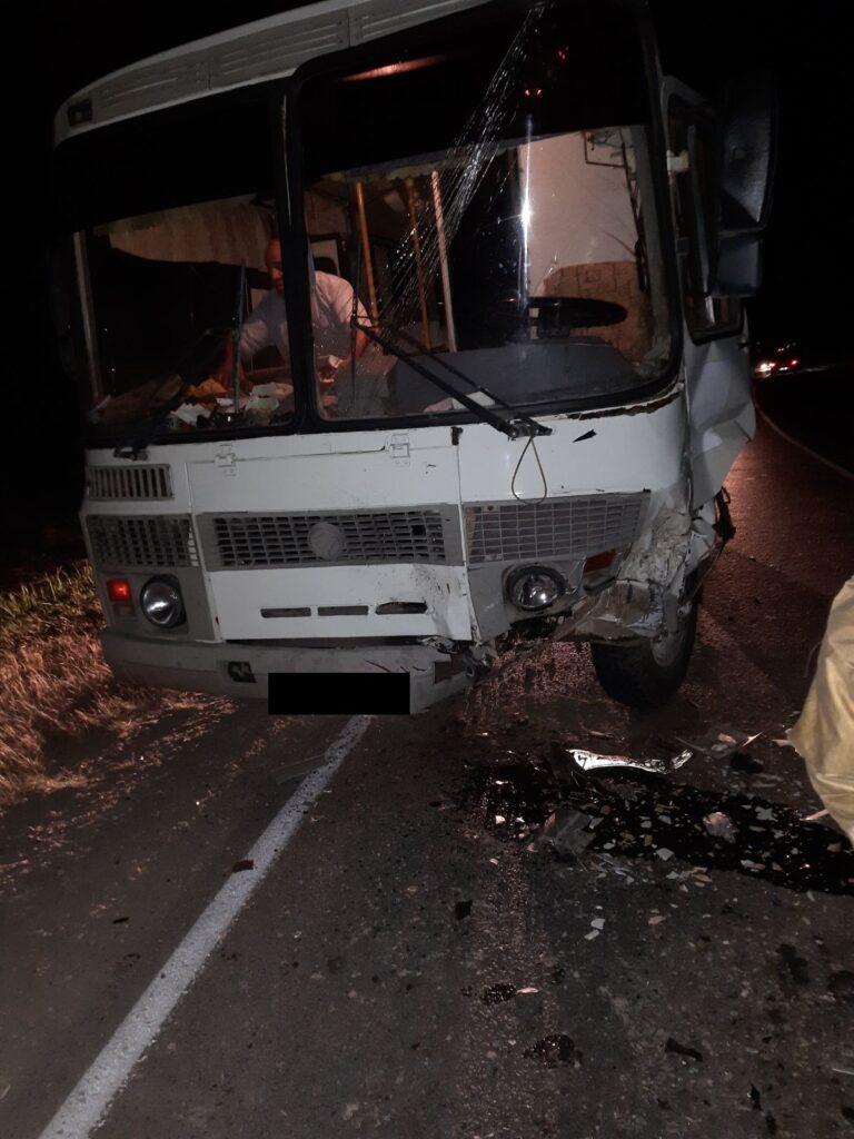 """В Подборках столкнулись автобус и """"Шевроле Нива"""""""