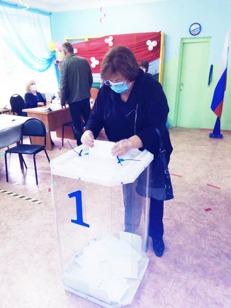 """""""Мы решаем, каким будет наше будущее"""". Врио главы администрации города Сосенского Маргарита Кавочкина проголосовала в первый день выборов"""