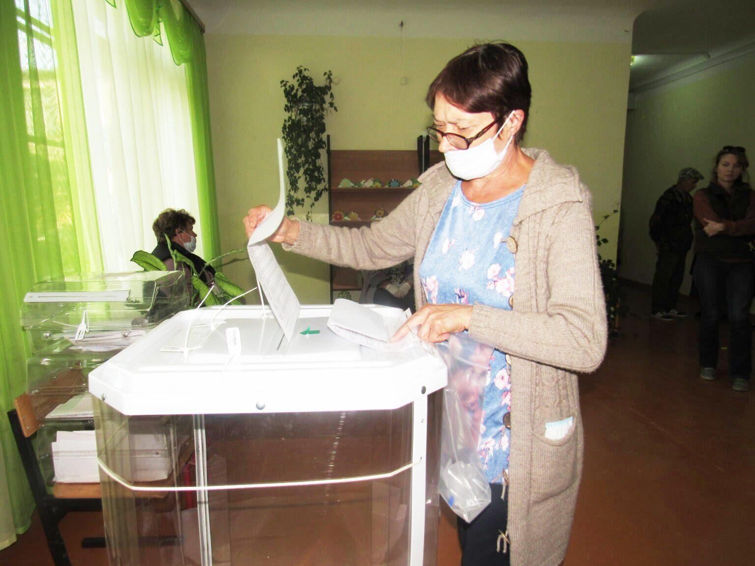 На избирательном участке в Дешовках очень ждут молодежь