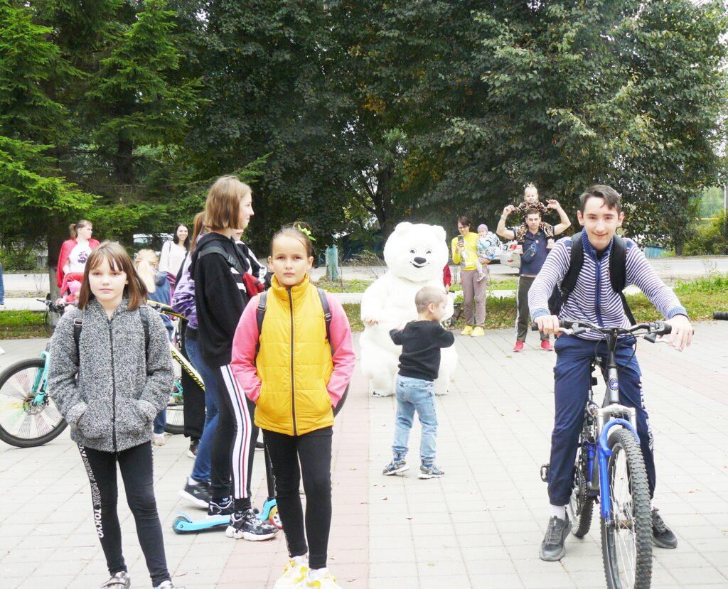 """""""Танцы-обниманцы"""" с белым Мишкой и много """"мимишных"""" фото. Как в Козельске открывали первую в истории города велопешеходную дорожку"""