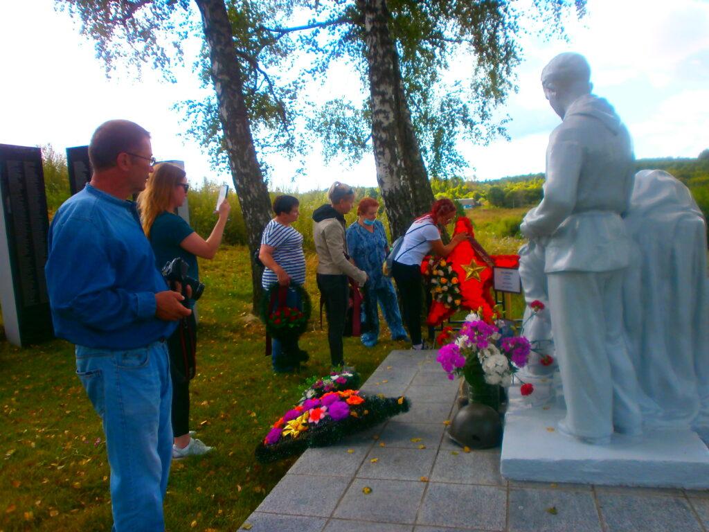 Путем памяти – из Челябинска в Чернышено. Спустя 78 лет дочь нашла могилу своего отца, погибшего в годы Великой Отечественной войны